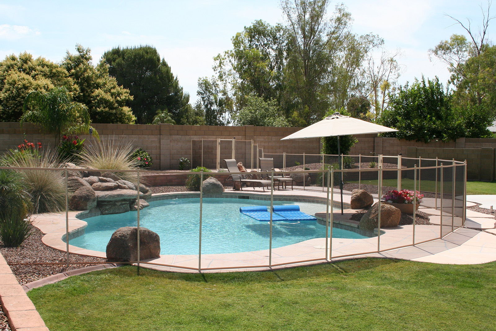 desert-beige-pool-fence