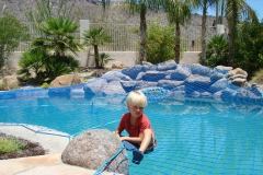 Pool-Safety-net-support-weight-of-child